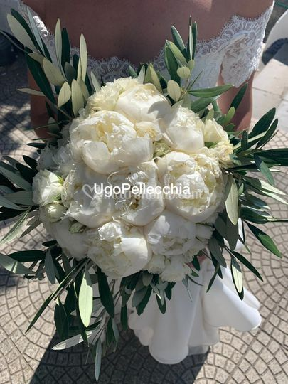 Bouquet sposa peonia e ulivo