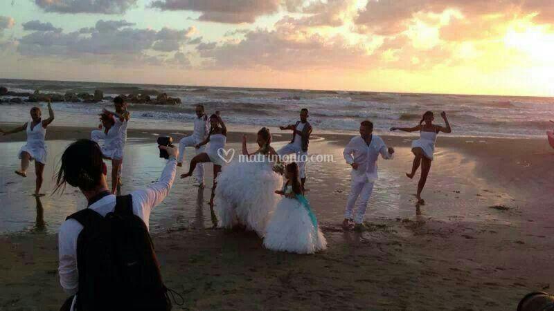 Matrimonio Spiaggia Anzio : Matrimonio in spiaggia dance di hotel serpa foto