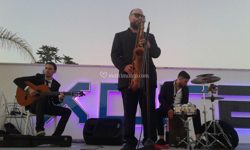 Trio Sax, Chitarra e Percus.