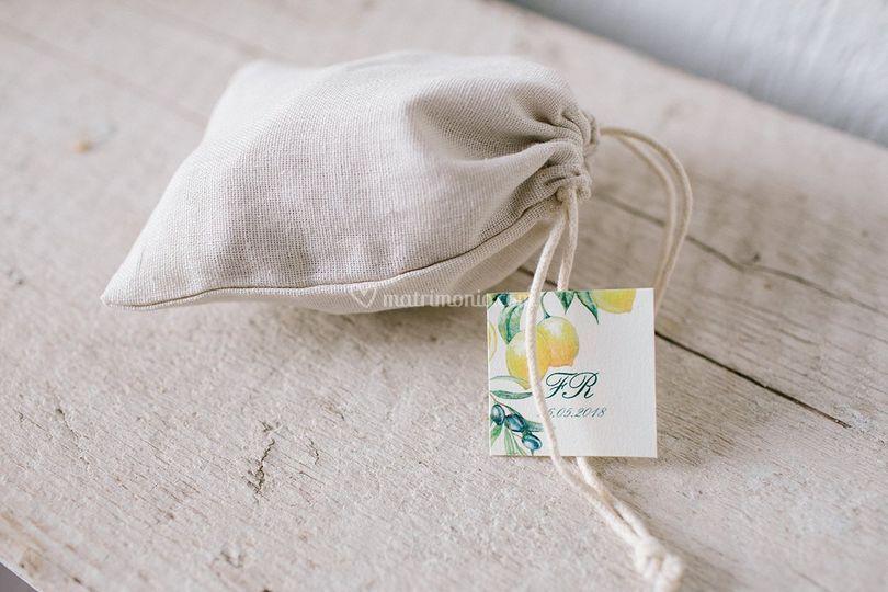 Sacchetti confetti con tag
