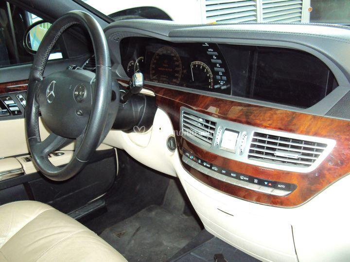 Autonoleggi g tambellini for Mercedes g interno