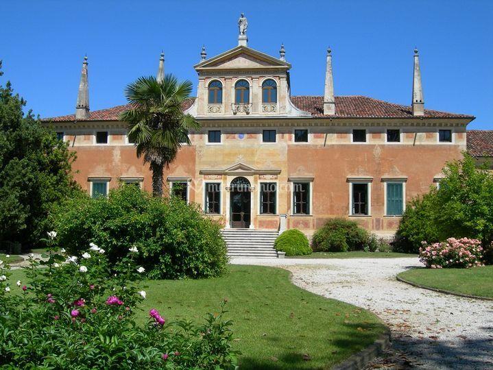 Aiuola centrale della Villa