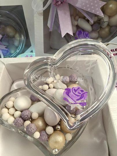 Cuore lilla con confetti