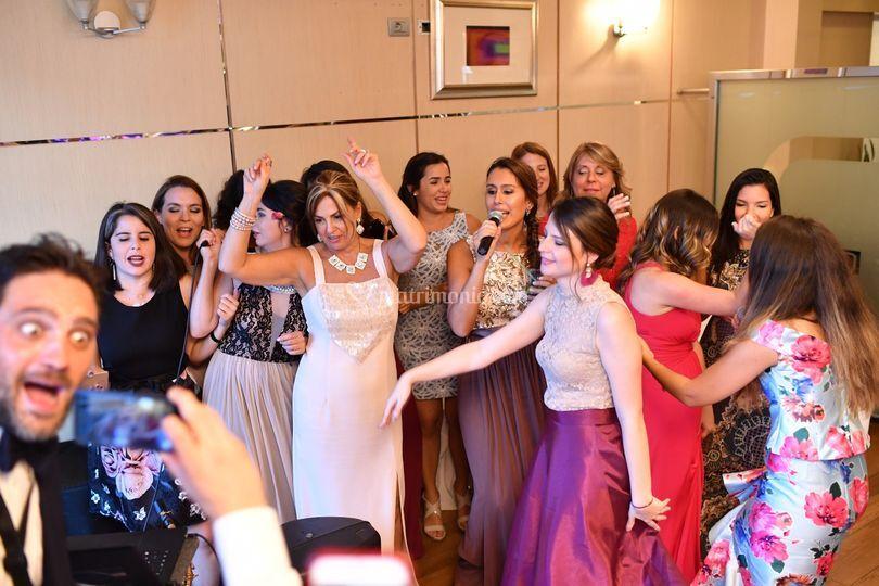 Amiche e parenti donne karaoke