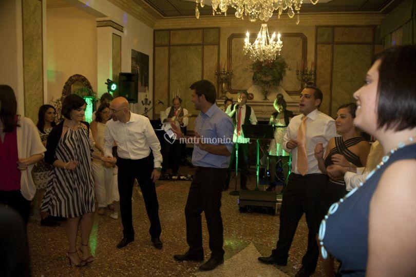 Momenti di ballo in gruppo