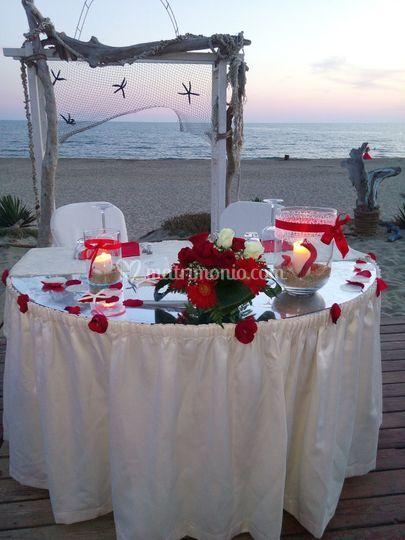 Tavolo sposi in spiaggia