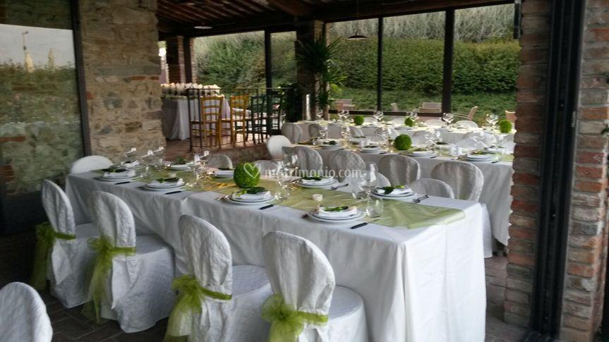 Matrimonio In Agriturismo : Allestimento tavoli di agriturismo sottotono foto