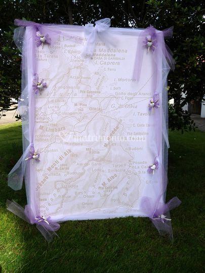 Tableau in lilla sfondo mappa