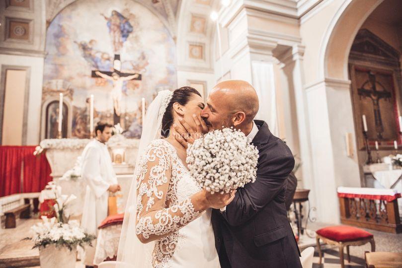 Il bacio in chiesa