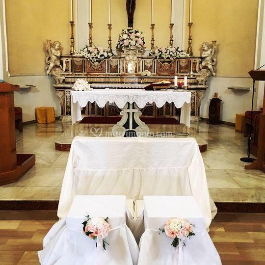 Altare e puff sposi