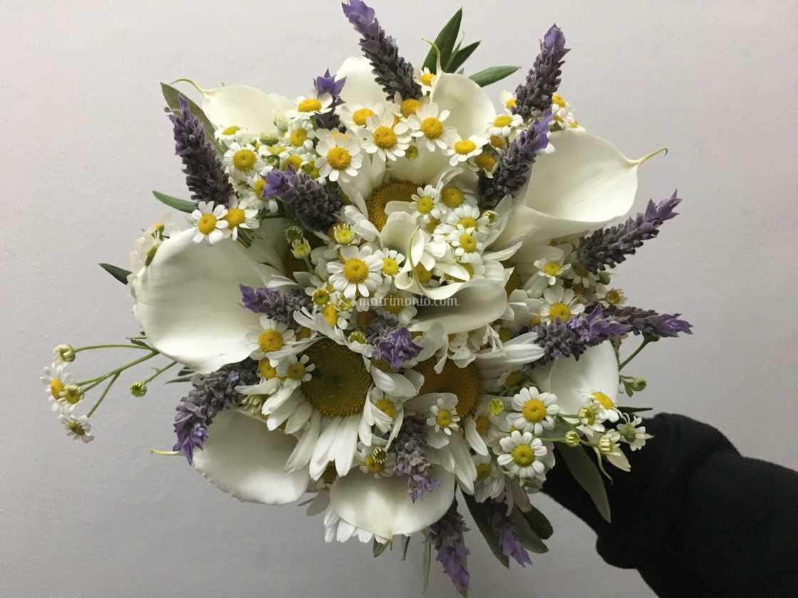 Bouquet Sposa Lavanda E Margherite.Bouquet Lavanda E Margherite Di Fioridea Allestimenti Floreali