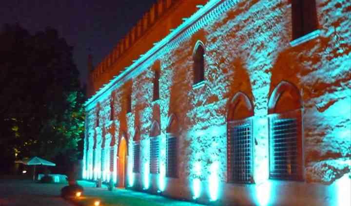 La facciata illuminata