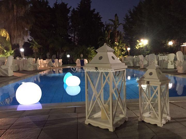 Lanterne bordo piscina di villa cipr foto 18 for Matrimonio bordo piscina