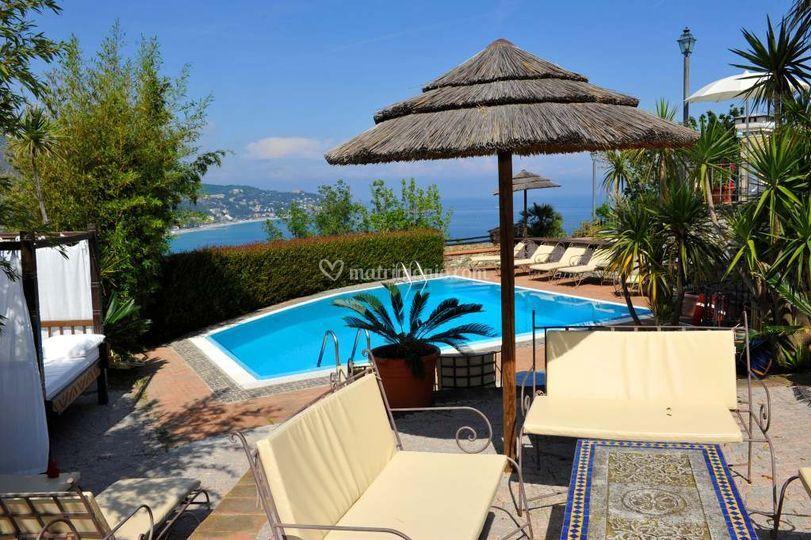 Zona relax, piscina vista mare