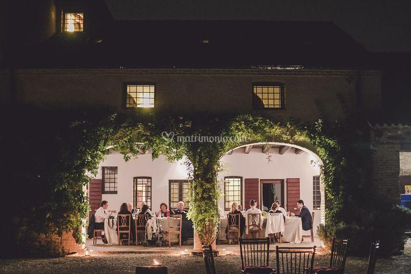 Cena sotto al portico