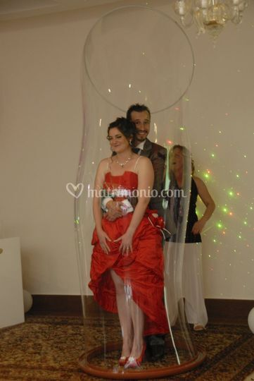 Sposi nella Wedding bubble
