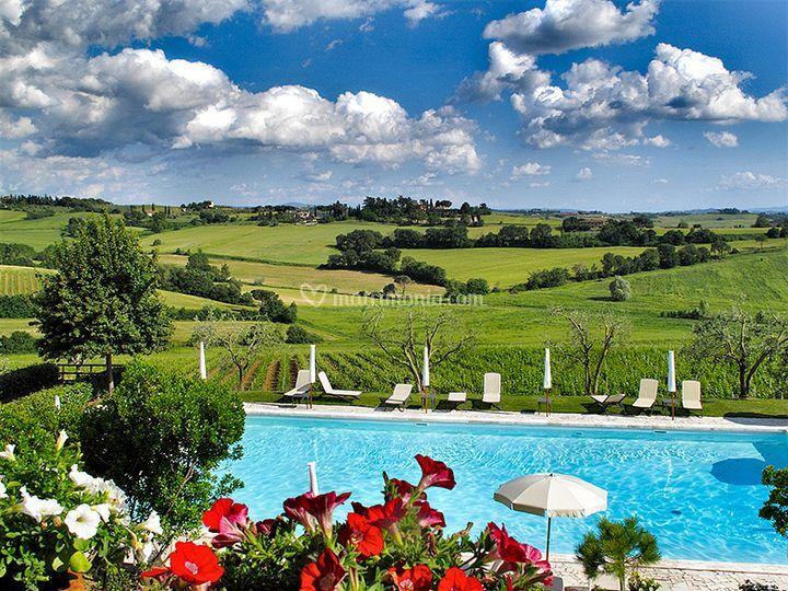 Allestimento piscina matrimonio di hotel borgo tre rose foto for Piscina roses
