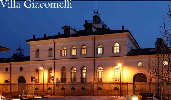 Villa Giacomelli dalla piazza