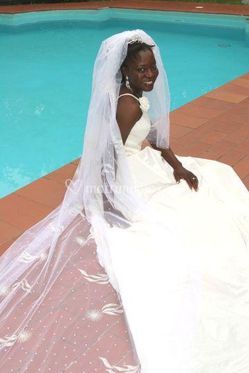 Sposa bordo piscina