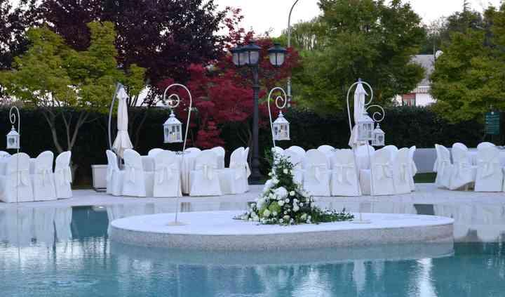 Tavoli bordo piscina