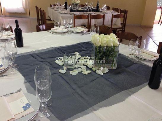 Decorazione tavolo con fiori