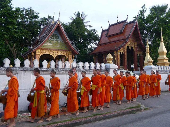 Laos - Questua dei Monaci