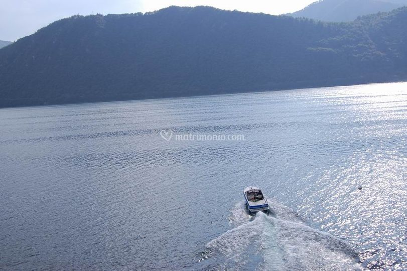 Giro offerto in barca per foto memorabili