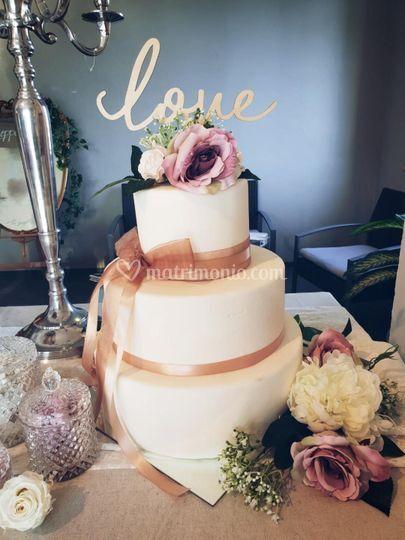 Wedding cake in pasta di zucch