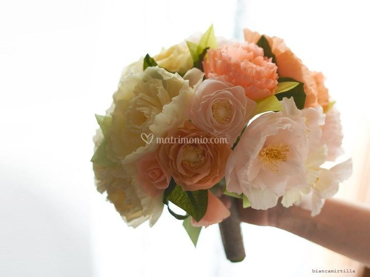 Bouquet con fiori di carta