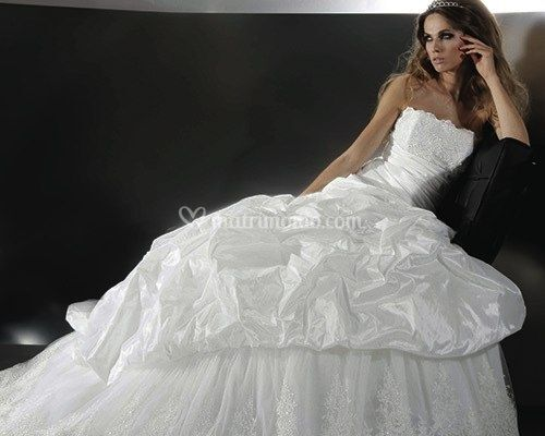 8a4802d82eb5 La collezione Gritti Spose propone per il 2012 modelli classici e senza  tempo. Contemporaneamente