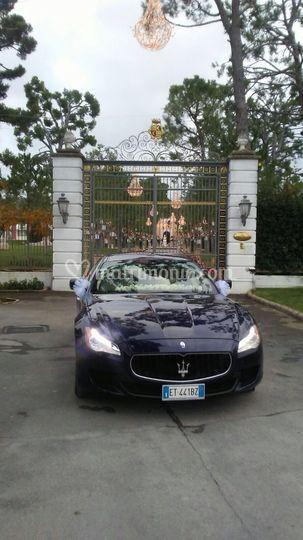 Villa Carafa maserati blu