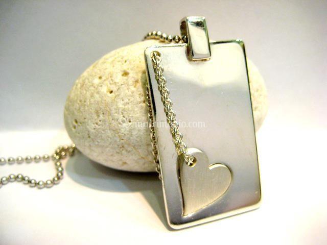 Piastra in argento con cuore