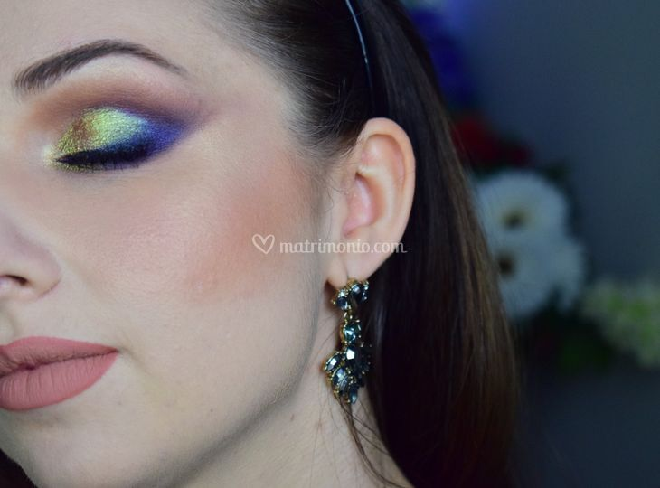 Holographic makeup