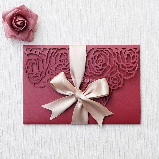 Borgogna con rose taglio laser