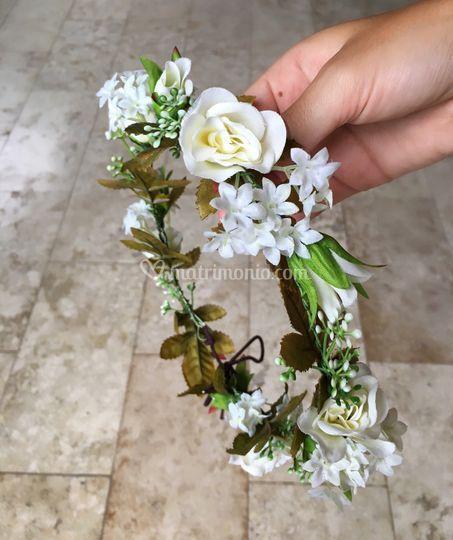 Corone di fiori bianchi