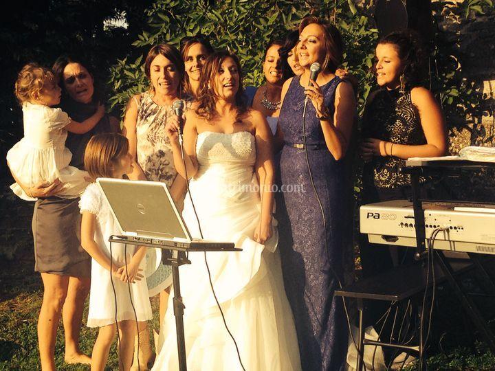 Rosa canta con le amiche