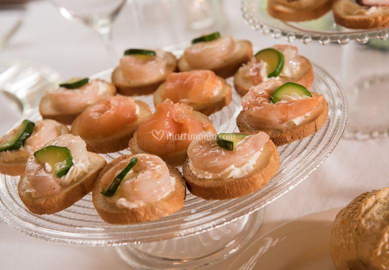 Canapes di pesce per il buffet