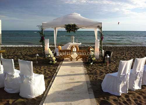 Matrimonio Sulla Spiaggia Economico : Tourist smile
