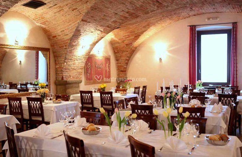 Pubblicazioni Matrimonio Romano Di Lombardia : Salone interno di hotel ristorante bettola foto