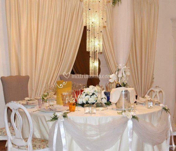 Fiori sui tavoli di mobilya megastore foto 15 for Mobilya megastore offerte
