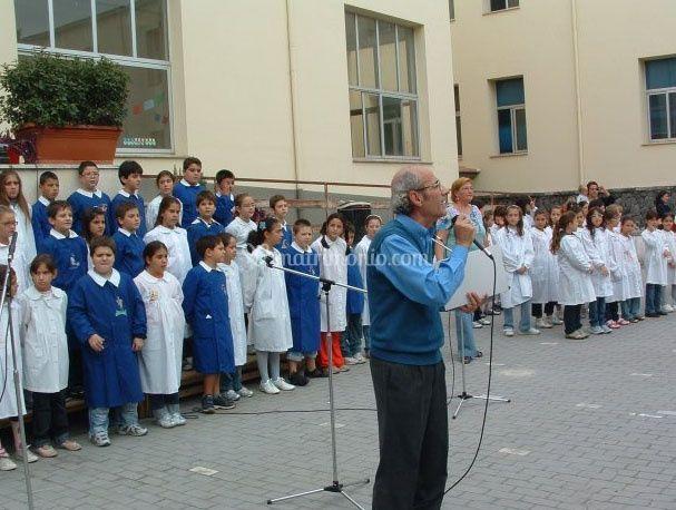 Domenico a scuola per l'attività musicale