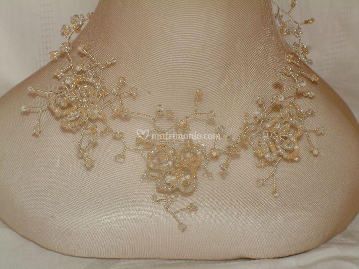Collana 3 fiori con perline e cristalli boemia