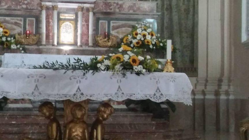 Fiori Chiesa Matrimonio Girasoli : Altare chiesa con girasoli di roxana fiori e allestimenti