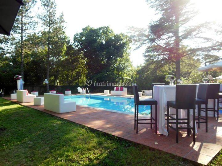 Zona lounge a bordo piscina