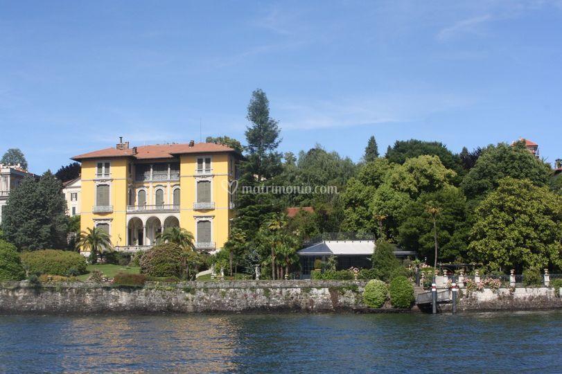 La Villa e giardino dal lago