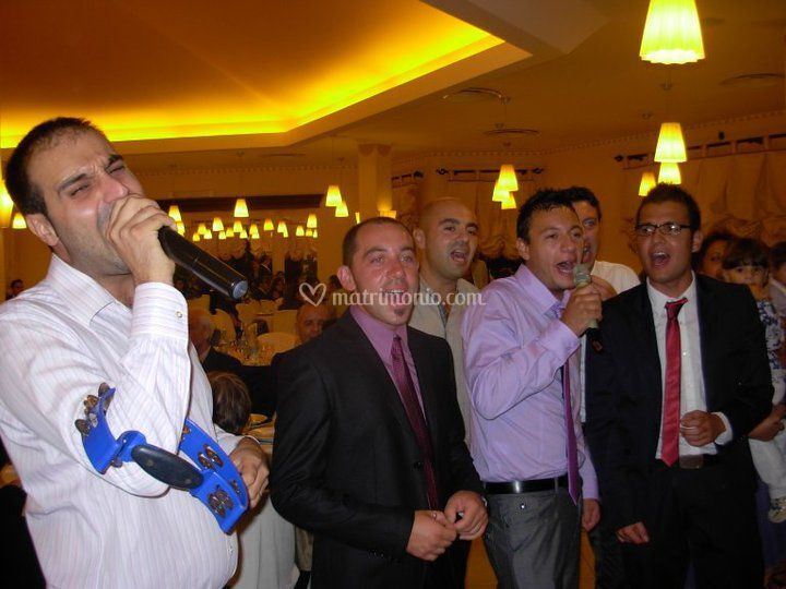 Matrimonio durante karaoke