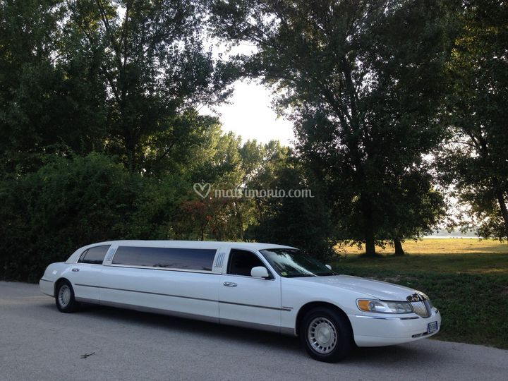 Lincoln Town Car Tiffany Limu