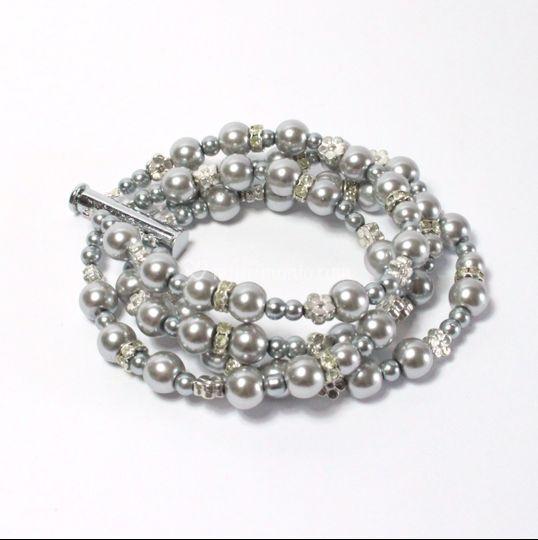 Bracciale con perle grigie