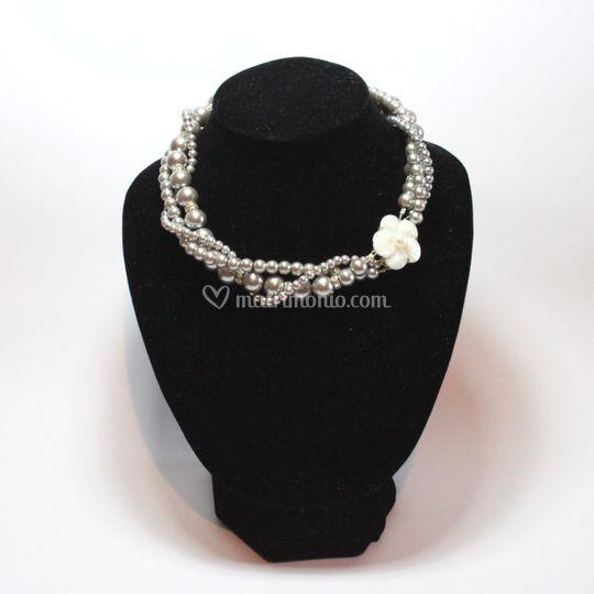 Girocollo di perle grigie