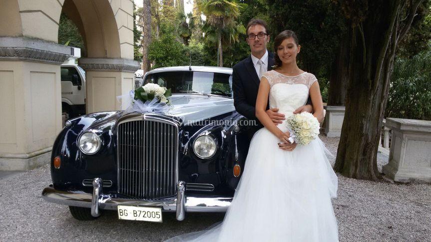 Sposi con Bentley s1